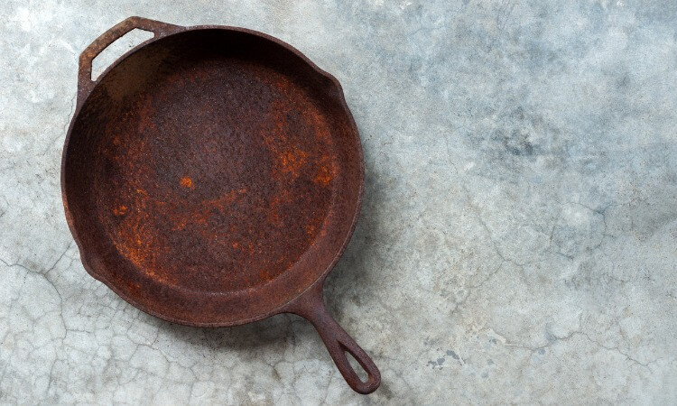 How To Clean The Rust Off A Cast Iron Skillet