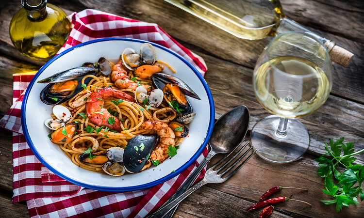What Wine Goes With Seafood: The Perfect Pairing For Your Meal